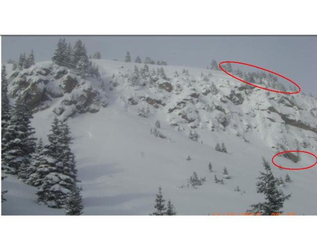 <b>Figure 1:</b> Red outlines indicate the approximate location of the fracture line and the deposition area where the snowboarded was recovered (<a href=javascript:void(0); onClick=win=window.open('https://avalanche.state.co.us/caic/media/full/acc_195_221.jpg','caic_media','resizable=1,height=820,width=840,scrollbars=yes');win.focus();return false;>see full sized image</a>)