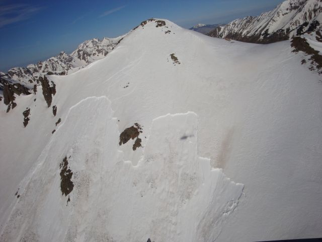 <b>Figure 2:</b> A view of the crown of the avalanche. (<a href=javascript:void(0); onClick=win=window.open('https://avalanche.state.co.us/caic/media/full/acc_463_2801.jpg','caic_media','resizable=1,height=820,width=840,scrollbars=yes');win.focus();return false;>see full sized image</a>)