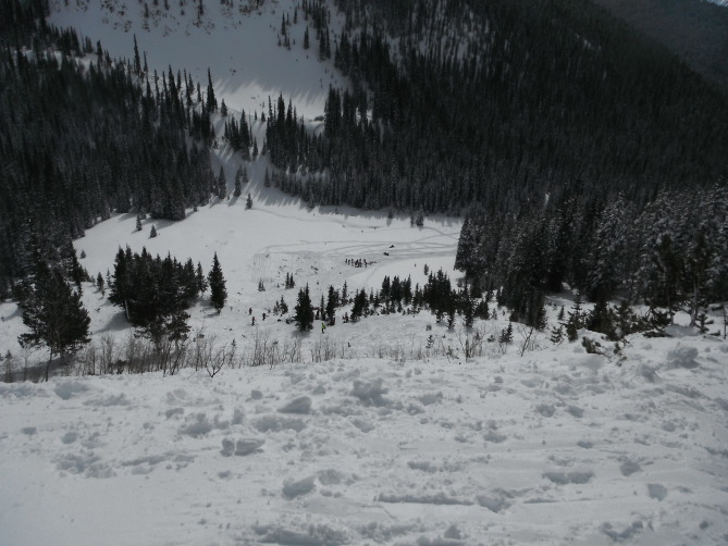 <b>Figure 1:</b> Looking downhill at the toe of the debris and the prominent knoll where Skier A stopped before either avalanche released. (<a href=javascript:void(0); onClick=win=window.open('https://avalanche.state.co.us/caic/media/full/acc_524_6873.jpg','caic_media','resizable=1,height=820,width=840,scrollbars=yes');win.focus();return false;>see full sized image</a>)