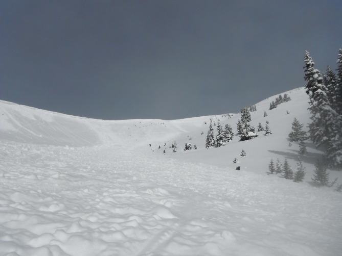 <b>Figure 4:</b> Looking uphill at the avalanche triggered by Group 2. (<a href=javascript:void(0); onClick=win=window.open('https://avalanche.state.co.us/caic/media/full/acc_524_6876.jpg','caic_media','resizable=1,height=820,width=840,scrollbars=yes');win.focus();return false;>see full sized image</a>)