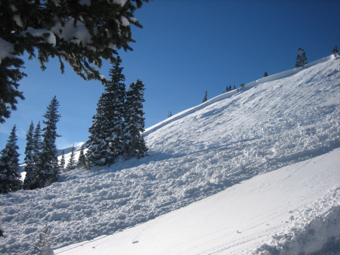 <b>Figure 4:</b> View of snowmobile triggered avalanche on ESE aspect on lower bench rollover on Ruby Peak. Ruby Range. 1.21.16 (<a href=javascript:void(0); onClick=win=window.open('http://avalanche.state.co.us/caic/media/full/acc_586_11444.jpg','caic_media','resizable=1,height=820,width=840,scrollbars=yes');win.focus();return false;>see full sized image</a>)