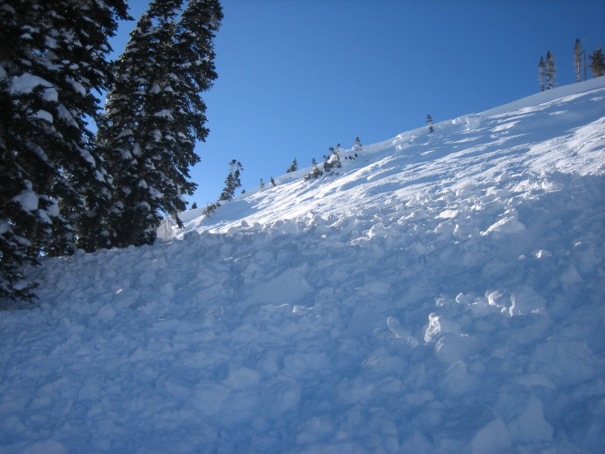 <b>Figure 7:</b> A view of  avalanche debris from a snowmobile triggered avalanche on Ruby Peak. Ruby Range. 1.21.16 (<a href=javascript:void(0); onClick=win=window.open('http://avalanche.state.co.us/caic/media/full/acc_586_11447.jpg','caic_media','resizable=1,height=820,width=840,scrollbars=yes');win.focus();return false;>see full sized image</a>)