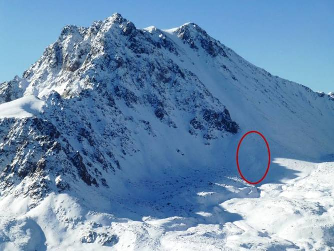 <b>Figure 1:</b> The north face of Imp Peak. The avalanche occurred in the circled area. (<a href=javascript:void(0); onClick=win=window.open('http://avalanche.state.co.us/caic/media/full/acc_639_16949.jpg','caic_media','resizable=1,height=820,width=840,scrollbars=yes');win.focus();return false;>see full sized image</a>)