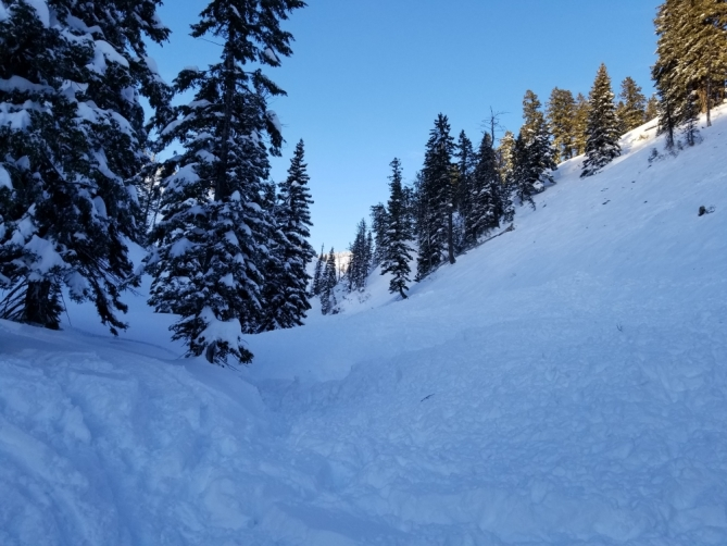 <b>Figure 5:</b> This gully is where the rider was buried 6' deep. It's a terrain trap and the snow piled up deeply here. Photo: R. Gravatts (<a href=javascript:void(0); onClick=win=window.open('http://avalanche.state.co.us/caic/media/full/acc_648_18613.jpg','caic_media','resizable=1,height=820,width=840,scrollbars=yes');win.focus();return false;>see full sized image</a>)