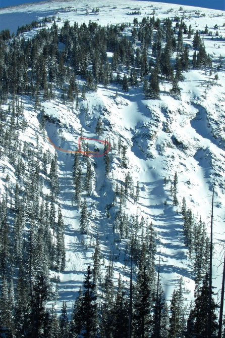 <b>Figure 1:</b> Skier triggered avalanche in the Fingers area just west of the summit of Berthoud Pass.  Orange line shows skiers route into the path.  Red circle highlights the crown.  Accident occurred on the north end of the Fingers area. (<a href=javascript:void(0); onClick=win=window.open('http://avalanche.state.co.us/caic/media/full/acc_651_19090.jpg','caic_media','resizable=1,height=820,width=840,scrollbars=yes');win.focus();return false;>see full sized image</a>)