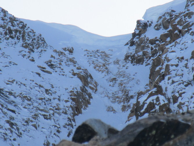 <b>Figure 1:</b> The broken cornice and resulting avalanche, Mount Arkansas, Fremont Pass. (<a href=javascript:void(0); onClick=win=window.open('http://avalanche.state.co.us/caic/media/full/acc_662_19792.jpg','caic_media','resizable=1,height=820,width=840,scrollbars=yes');win.focus();return false;>see full sized image</a>)
