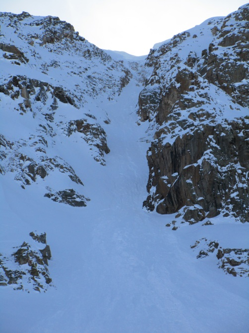 <b>Figure 4:</b> The broken cornice and resulting avalanche, Mount Arkansas, Fremont Pass. (<a href=javascript:void(0); onClick=win=window.open('http://avalanche.state.co.us/caic/media/full/acc_662_19795.jpg','caic_media','resizable=1,height=820,width=840,scrollbars=yes');win.focus();return false;>see full sized image</a>)