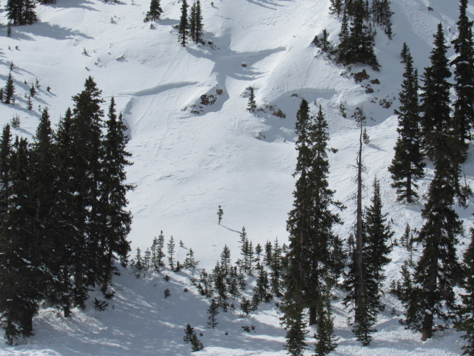 <b>Figure 3:</b> This avalanche was triggered by a different snowmobile party of April 8, 2018. The riders involved in the accident noticed this older avalanche. (<a href=javascript:void(0); onClick=win=window.open('http://avalanche.state.co.us/caic/media/full/acc_666_20406.jpg','caic_media','resizable=1,height=820,width=840,scrollbars=yes');win.focus();return false;>see full sized image</a>)