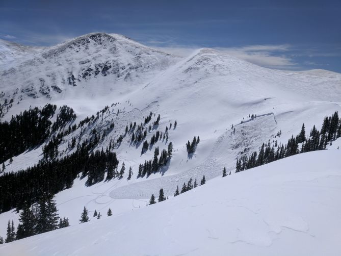 <b>Figure 9:</b> This image shows the sympathetically-triggered avalanche in the foreground with fatal avalanche in the background. (<a href=javascript:void(0); onClick=win=window.open('http://avalanche.state.co.us/caic/media/full/acc_666_20418.jpeg','caic_media','resizable=1,height=820,width=840,scrollbars=yes');win.focus();return false;>see full sized image</a>)