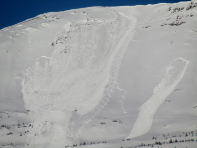 <b>Figure 2:</b> A zoomed-in view of a skier triggered avalanche in Red Lady Bowl on November 25. The first skier in the party triggered the slab about 15 turns below the ridge and exited the skier's left flank of the slab near the center of the image. (<a href=javascript:void(0); onClick=win=window.open('https://avalanche.state.co.us/caic/media/full/acc_676_21287.jpg','caic_media','resizable=1,height=820,width=840,scrollbars=yes');win.focus();return false;>see full sized image</a>)