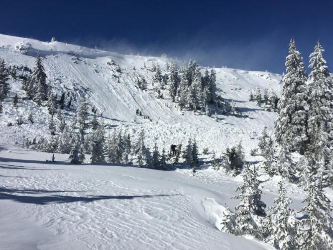 <b>Figure 1:</b> An avalanche in the Tushar Mountains, Utah, 7 February 2019. Two snowmobilers were caught. One was partially buried-critical and able to self rescue. One was buried and killed. (<a href=javascript:void(0); onClick=win=window.open('https://avalanche.state.co.us/caic/media/full/acc_701_24306.jpg','caic_media','resizable=1,height=820,width=840,scrollbars=yes');win.focus();return false;>see full sized image</a>)