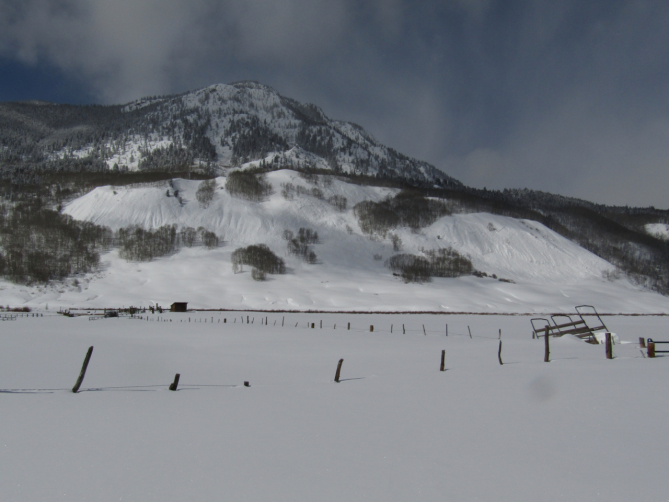 <b>Figure 3:</b> A broad natural avalanche that broke on February 15th near the skiers' route. This avalanche ran on an east-facing slope at an elevation of 9,400 feet. (<a href=javascript:void(0); onClick=win=window.open('https://avalanche.state.co.us/caic/media/full/acc_704_24828.jpg','caic_media','resizable=1,height=820,width=840,scrollbars=yes');win.focus();return false;>see full sized image</a>)