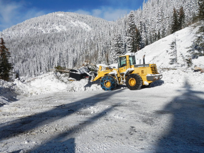 <b>Figure 2:</b> Front end loader cleaning up the debris from the Black Widow/Widow Makaer avalanche on US Highway 6. 