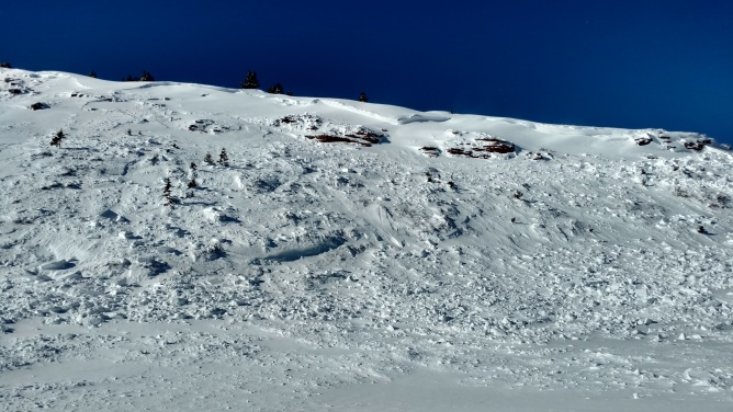 <b>Figure 1:</b> Broke just below cornice, propagated 200-300 meters horizontally. (<a href=javascript:void(0); onClick=win=window.open('https://avalanche.state.co.us/caic/media/full/obs_37482_10716.jpg','caic_media','resizable=1,height=820,width=840,scrollbars=yes');win.focus();return false;>see full sized image</a>)