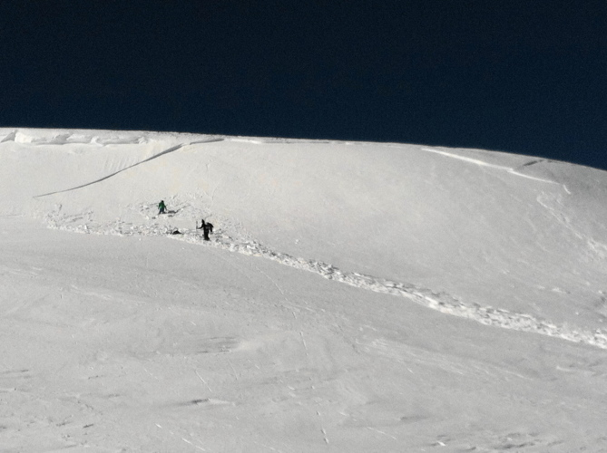 <b>Figure 4:</b> remarkably, skier 2 on the left was not carried (<a href=javascript:void(0); onClick=win=window.open('https://avalanche.state.co.us/caic/media/full/obs_38062_11038.jpg','caic_media','resizable=1,height=820,width=840,scrollbars=yes');win.focus();return false;>see full sized image</a>)