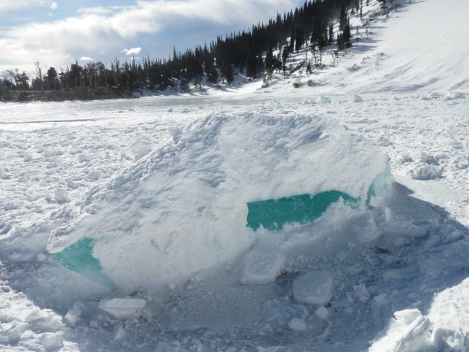 <b>Figure 3:</b> Blocks of ice in the avalanche debris. (<a href=javascript:void(0); onClick=win=window.open('https://avalanche.state.co.us/caic/media/full/obs_38681_11345.jpg','caic_media','resizable=1,height=820,width=840,scrollbars=yes');win.focus();return false;>see full sized image</a>)