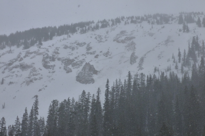 <b>Figure 1:</b> Wet slab avalanche that was possibly triggered by a rider sometime between 4/10 and 4/14. This avalanche occurred on a west or northwest aspect. (<a href=javascript:void(0); onClick=win=window.open('https://avalanche.state.co.us/caic/media/full/obs_41959_13052.jpg','caic_media','resizable=1,height=820,width=840,scrollbars=yes');win.focus();return false;>see full sized image</a>)