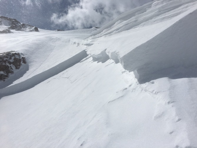 <b>Figure 4:</b> Looking across the crown of an unintentional skier-triggered avalanches on Mt. Parnasssus 4/8/2017. (<a href=javascript:void(0); onClick=win=window.open('http://avalanche.state.co.us/caic/media/full/obs_46879_16639.jpeg','caic_media','resizable=1,height=820,width=840,scrollbars=yes');win.focus();return false;>see full sized image</a>)