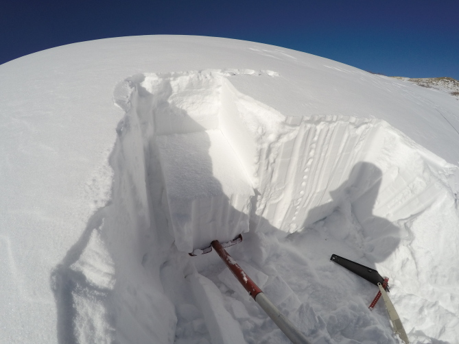 <b>Figure 2:</b> Top 40cm of snow sheared off very easily during tap test. (<a href=javascript:void(0); onClick=win=window.open('http://avalanche.state.co.us/caic/media/full/obs_47480_17057.jpg','caic_media','resizable=1,height=820,width=840,scrollbars=yes');win.focus();return false;>see full sized image</a>)