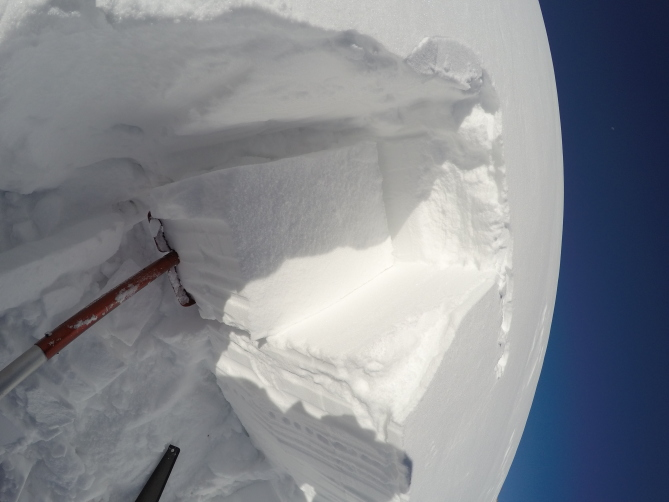 <b>Figure 3:</b> Snow pit. (<a href=javascript:void(0); onClick=win=window.open('http://avalanche.state.co.us/caic/media/full/obs_47480_17058.jpg','caic_media','resizable=1,height=820,width=840,scrollbars=yes');win.focus();return false;>see full sized image</a>)