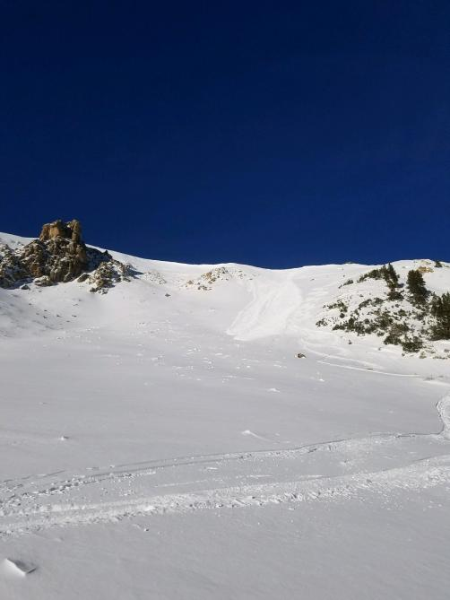<b>Figure 1:</b> Avalanche. We experienced small cracks on the ski descent on the left but it was isolated to two spots and nothing moved. (<a href=javascript:void(0); onClick=win=window.open('https://avalanche.state.co.us/caic/media/full/obs_48091_17467.jpg','caic_media','resizable=1,height=820,width=840,scrollbars=yes');win.focus();return false;>see full sized image</a>)