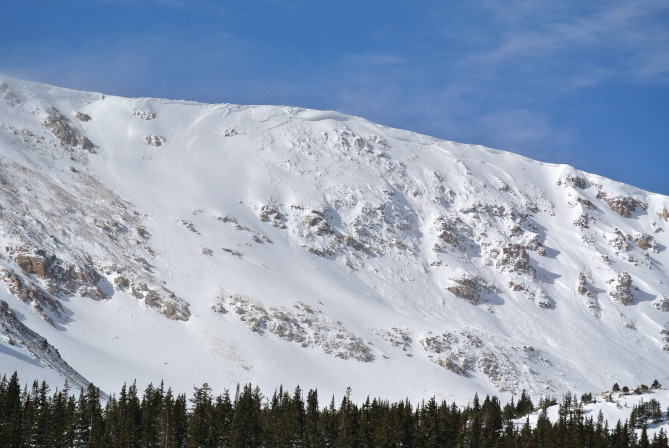 <b>Figure 3:</b> Avalanche north of Stanley Mountain, east aspect (<a href=javascript:void(0); onClick=win=window.open('https://avalanche.state.co.us/caic/media/full/obs_48379_17726.jpg','caic_media','resizable=1,height=820,width=840,scrollbars=yes');win.focus();return false;>see full sized image</a>)