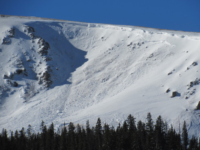 <b>Figure 2:</b> Large avalanche on an easterly slope on Bald Mountain. Photo taken on 12/28/17 (<a href=javascript:void(0); onClick=win=window.open('http://avalanche.state.co.us/caic/media/full/obs_48488_17844.jpg','caic_media','resizable=1,height=820,width=840,scrollbars=yes');win.focus();return false;>see full sized image</a>)