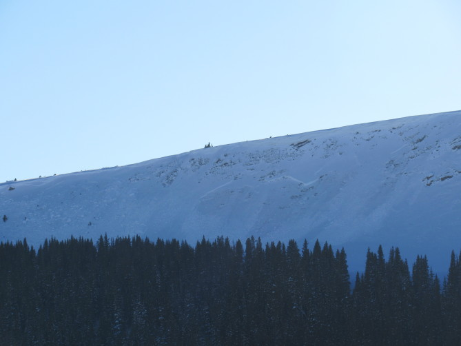 <b>Figure 1:</b> A wide Persistent Slab avalanche near Fremont Pass. This avalanche broke at or near the ground. It was probably a natural avalanche following the Christmas Storm. Photo taken 12/28/17. (<a href=javascript:void(0); onClick=win=window.open('http://avalanche.state.co.us/caic/media/full/obs_48494_17861.jpg','caic_media','resizable=1,height=820,width=840,scrollbars=yes');win.focus();return false;>see full sized image</a>)