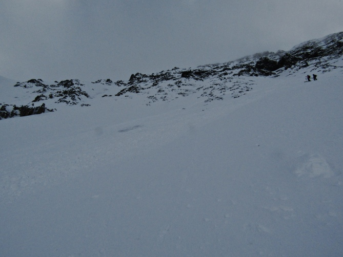 <b>Figure 1:</b> Mt. Baldy Northeast Face, Nov. 3, 2018.  Skier triggered D2, as seen from skier 1's perspective, just outside the skier's left flank.  Skier's 2 and 3 visible in upper right. (<a href=javascript:void(0); onClick=win=window.open('https://avalanche.state.co.us/caic/media/full/obs_51720_20925.jpeg','caic_media','resizable=1,height=820,width=840,scrollbars=yes');win.focus();return false;>see full sized image</a>)