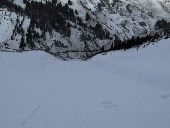 <b>Figure 3:</b> Mt. Baldy Northeast Face, Nov. 3, 2018. Looking down the track, where the avalanche entered the main chute below the face. (<a href=javascript:void(0); onClick=win=window.open('https://avalanche.state.co.us/caic/media/full/obs_51720_20928.jpeg','caic_media','resizable=1,height=820,width=840,scrollbars=yes');win.focus();return false;>see full sized image</a>)