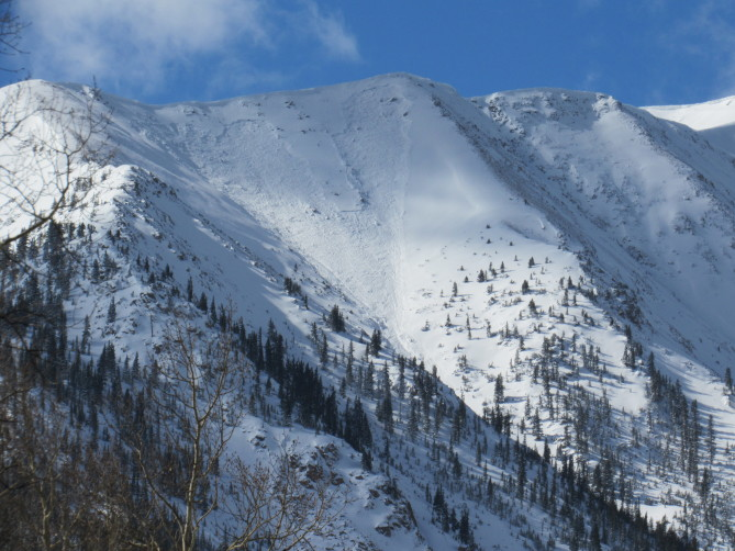 <b>Figure 2:</b> A natural avalanche released on Star Mountain in the Sawatch Range on either 11/5 or 11/6. The start zone of this avalanche path is northeast-facing. (<a href=javascript:void(0); onClick=win=window.open('https://avalanche.state.co.us/caic/media/full/obs_51753_20971.jpg','caic_media','resizable=1,height=820,width=840,scrollbars=yes');win.focus();return false;>see full sized image</a>)