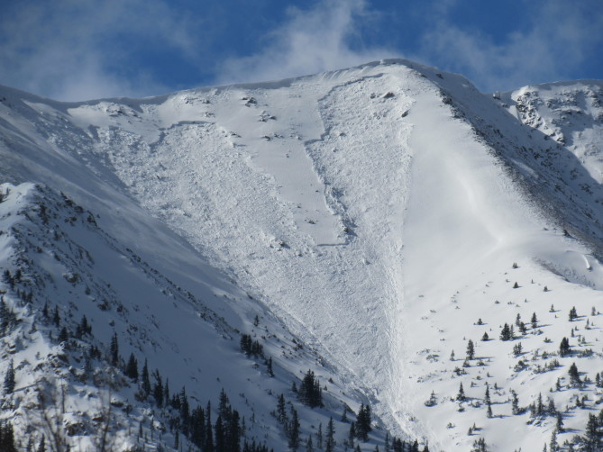 <b>Figure 3:</b> A natural avalanche released on Star Mountain in the Sawatch Range on either 11/5 or 11/6. The start zone of this avalanche path is northeast-facing. (<a href=javascript:void(0); onClick=win=window.open('https://avalanche.state.co.us/caic/media/full/obs_51753_20972.jpg','caic_media','resizable=1,height=820,width=840,scrollbars=yes');win.focus();return false;>see full sized image</a>)