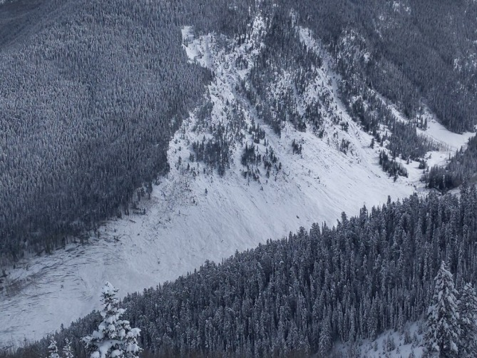 <b>Figure 5:</b> Historic-sized avalanche off Highlands Ridge. The avalanche ran across Conundrum Creek up the other side, taking out more trees. March 9, 2019 (<a href=javascript:void(0); onClick=win=window.open('https://avalanche.state.co.us/caic/media/full/obs_55413_25371.jpg','caic_media','resizable=1,height=820,width=840,scrollbars=yes');win.focus();return false;>see full sized image</a>)