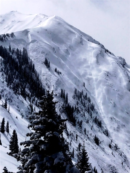 <b>Figure 6:</b> Very large natural avalanche in Maroon Bowl. March 9, 2019 (<a href=javascript:void(0); onClick=win=window.open('https://avalanche.state.co.us/caic/media/full/obs_55413_25372.jpg','caic_media','resizable=1,height=820,width=840,scrollbars=yes');win.focus();return false;>see full sized image</a>)