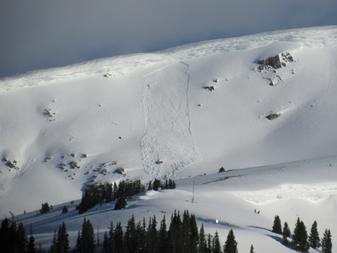 <b>Figure 6:</b> Small wind slab avalanche near Independence Pass on a southeast-facing slope. (<a href=javascript:void(0); onClick=win=window.open('https://avalanche.state.co.us/caic/media/full/obs_56561_26692.jpg','caic_media','resizable=1,height=820,width=840,scrollbars=yes');win.focus();return false;>see full sized image</a>)