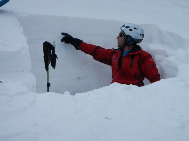 <b>Figure 8:</b> A CAIC forecaster points to the surface hoar layer in a snow profile at the crown face of the avalanche. (<a href=javascript:void(0); onClick=win=window.open('https://avalanche.state.co.us/media/full/acc_431_1816.jpg','caic_media','resizable=1,height=820,width=840,scrollbars=yes');win.focus();return false;>see full sized image</a>)
